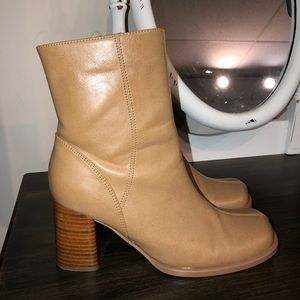 Mootsie Tootsie high ankle boot.(vintage) Size 8